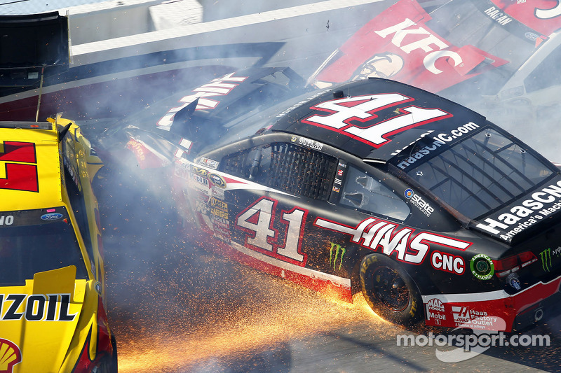 Kaza yapan: Joey Logano, Penske Ford Takımı, Kurt Busch, Stewart-Haas Racing Chevrolet, David Ragan,