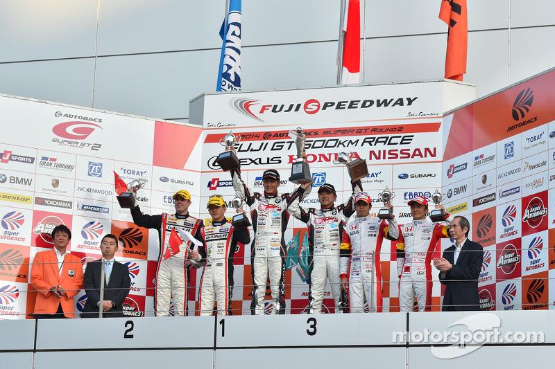 GT300 podio: vincitori Nobuteru Taniguchi, Tatsuya Kataoka, il secondo posto Katsuyuki Hiranaka, Bjorn Wirdheim, terzo posto Yuki Nakayama, Tomoki Nojiri