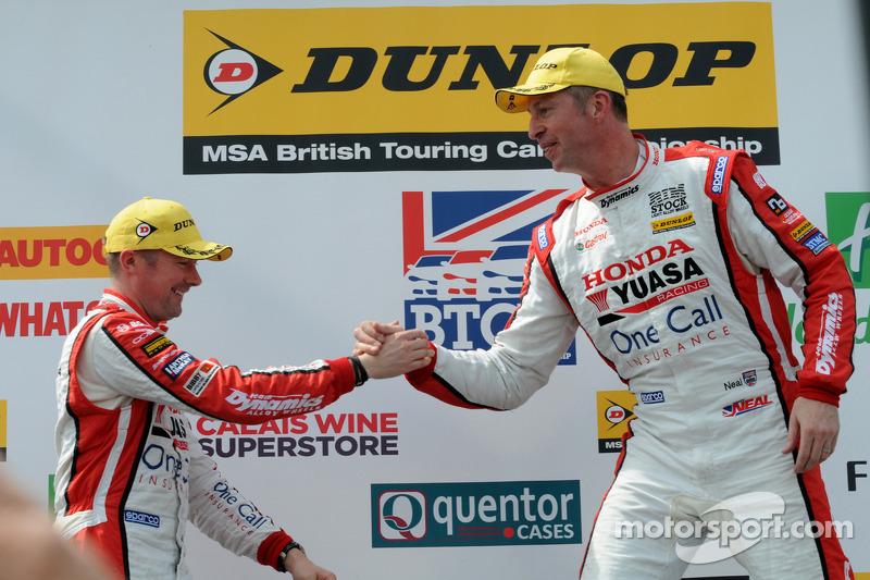 Honda Yuasa Racing Matt Neal e Gordon Shedden sul podio