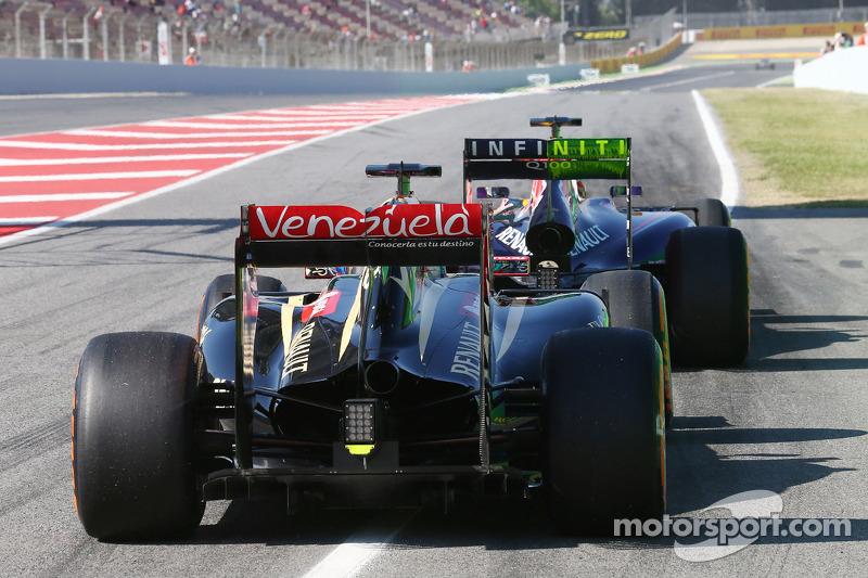 Daniel Ricciardo, Red Bull Racing RB10 akışı gösteren boyayla birlikte ön ve arka kanat ve Romain Gr