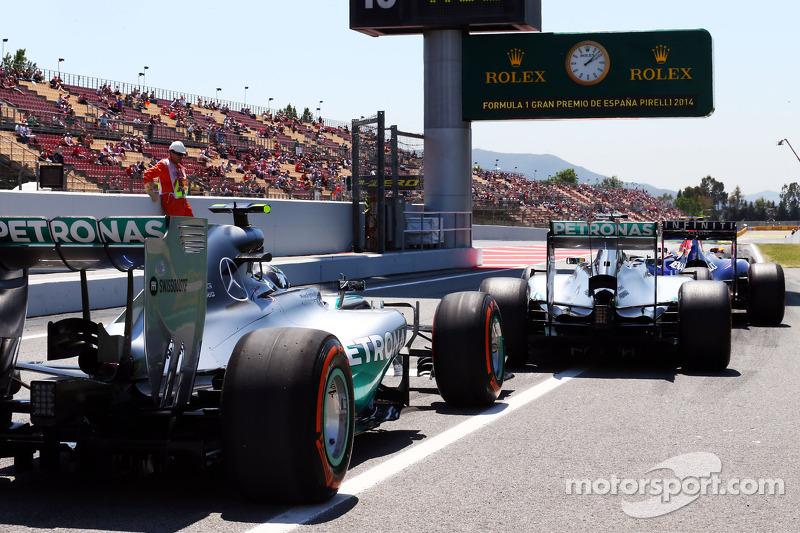 Daniel Ricciardo, Red Bull Racing RB10, Lewis Hamilton, Mercedes AMG F1 W05 ve Nico Rosberg, Mercede
