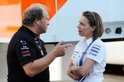 Боб Фернли, Force India, и Клер Уильямс, Williams. ГП Испании, вторая пятничная тренировка.