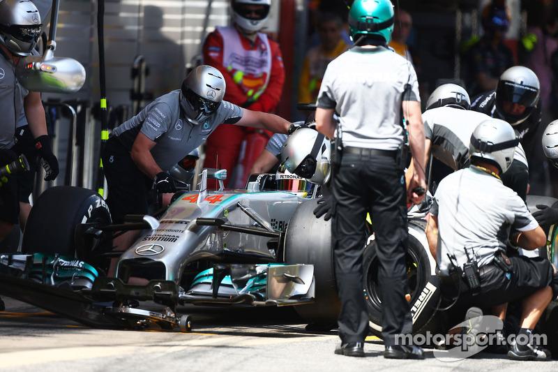 Lewis Hamilton, Mercedes AMG F1 W05 hace una parada en pits