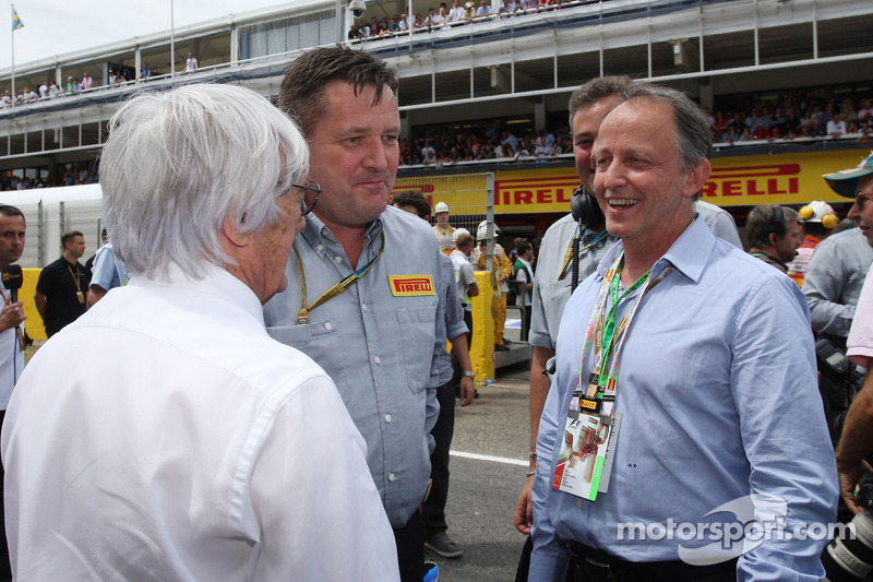 (L to R): Bernie Ecclestone, with Paul Hembery, Pirelli Motorsport Director and Alberto Pirelli, Pir