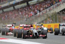 Romain Grosjean, Lotus F1 E22 yarışın startında