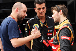(Da sinistra a destra): Gerard Lopez, Lotus F1 Team Principal con Federico Gastaldi, Lotus F1 Team Vice Team Principal e Romain Grosjean, Lotus F1 Team