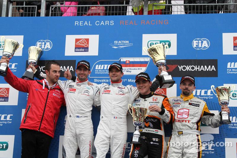 Vincitore Sébastien Loeb, Citroen C-Elysee WTCC, Citroen Total WTCC, secondo Jose Maria Lopez, Citroen C-Elysee WTCC, Citroen Total WTCC, terzo Norbert Michelisz, Honda Civic WTCC, Zengo Motorsport, Vincitore tc2 Petr Fulin, SEAT Leon WTCC, Campos Racing