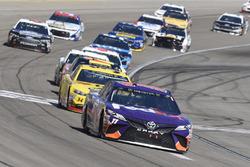 Denny Hamlin, Joe Gibbs Racing, Toyota Camry FedEx Office, Michael McDowell, Front Row Motorsports, Ford Fusion Love's Travel Stops