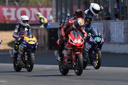 AP250: Rafid Topan Sucipto, Yamaha Yamalube KYT TJM WR Super Battery; Muklada Sarapuech, AP Honda Racing Thailand; dan Kanatat Jaiman, Yamaha Thailand Racing Team