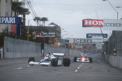 Jean Alesi, Tyrrell 018 Ford, Ayrton Senna, Mclaren MP4/5B Honda
