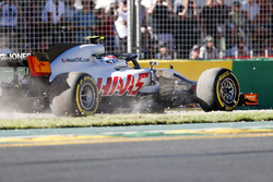 Kevin Magnussen, Haas F1 Team VF-18 Ferrari, runs of track