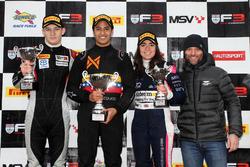 Podyum: 2. Tristan Charpentier, 1. Fortec Motorsports, Manuel Maldonado, Fortec Motorsports, 3. Jamie Chadwick, Douglas Motorsport ve Darren Turner
