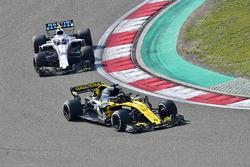 Nico Hulkenberg, Renault Sport F1 Team R.S. 18 and Sergey Sirotkin, Williams FW41