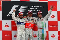 Podio: segundo puesto Nick Heidfeld, BMW Sauber F1, ganador de la carrera Lewis Hamilton, McLaren, tercer puesto Rubens Barrichello, Honda Racing F1 Team