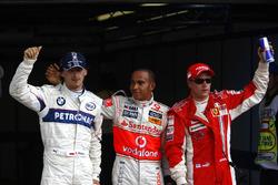 Robert Kubica, BMW Sauber F1.08, Lewis Hamilton, McLaren MP4-23 y Kimi Raikkonen, Ferrari F2008 celebra en Parc Ferme