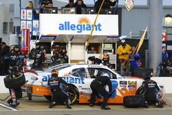 Spencer Gallagher, GMS Racing, Chevrolet Camaro Allegiant pit stop