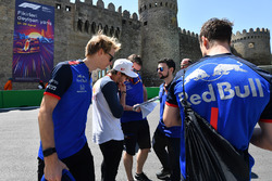 Brendon Hartley, Scuderia Toro Rosso and Pierre Gasly, Scuderia Toro Rosso walk the track