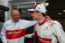 Charles Leclerc, Sauber celebra con Frederic Vasseur, Sauber