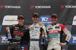 Podium: Race winner Mikel Azcona, PCR Sport Cupra TCR, second place Attila Tassi, Hell Energy Racing with KCMG Honda Civic Type R TCR, third place Jaap van Lagen, Leopard Lukoil Team Audi RS3 LMS TCR