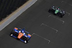 Scott Dixon, Chip Ganassi Racing Honda, Jay Howard, Schmidt Peterson Motorsports / AFS Racing Honda