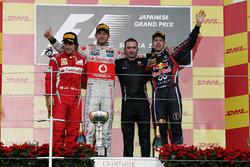 Le podium : Fernando Alonso, Ferrari, le deuxième, Jenson Button, McLaren, race winner; Paddy Lowe, McLaren; Sebastian Vettel, Red Bull Racing, troisième et champion du monde