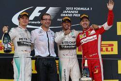 Podio: segundo lugar Nico Rosberg, Mercedes AMG F1, ganador de la carrera Lewis Hamilton, Mercedes AMG F1 y tercer lugar Sebastian Vettel, Ferrari