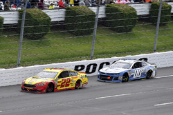 Joey Logano, Team Penske, Ford Fusion Shell Pennzoil and Landon Cassill, StarCom Racing, Chevrolet Camaro TW Cable, LLC