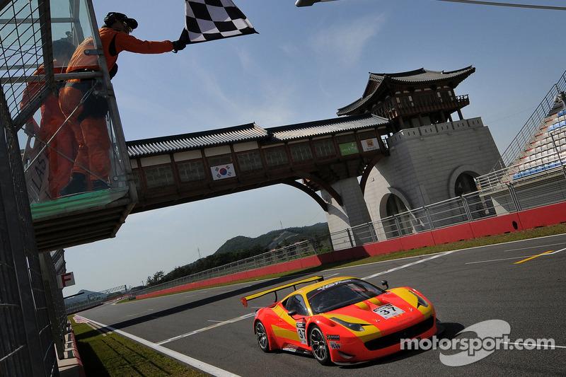 Spirit of Race Ferrari 458 İtalya GT3: Anthony Liu ve Davide Rizzo