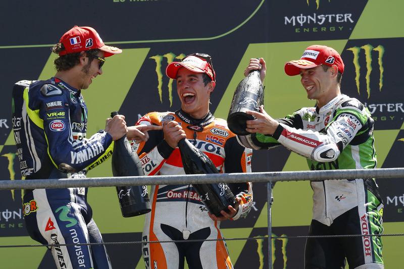 Podio: 1º Marc Marquez, 2º Valentino Rossi, 3º Alvaro Bautista