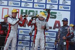 领奖台:比赛获胜者 Simon Dolan, Harry Tincknell, Filipe Albuquerque