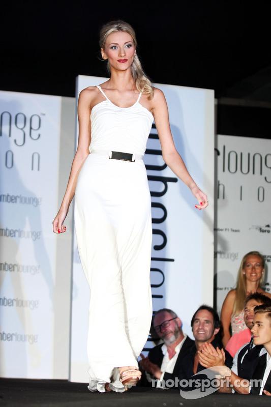 Chloe Roberts, Max Chilton'ın kız arkadaşı, Marussia F1 Takımı, Amber Lounge Fashion Show'da