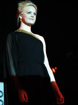 Emilia Pikkarainen, Yüzücü, Valtteri Bottas'ın kız arkadaşı, Williams, Amber Lounge Fashion Show'da