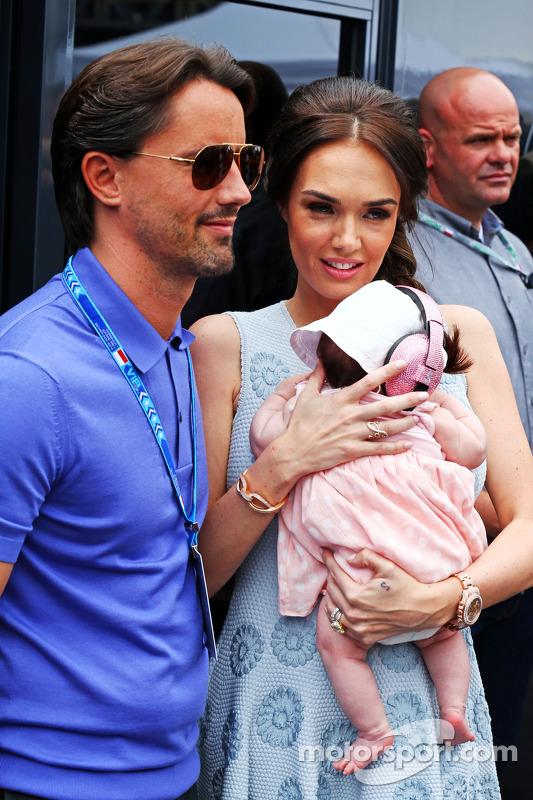 Tamara Ecclestone, e il marito Jay Rutland, con la loro figlia Sophie