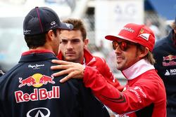 Daniel Ricciardo, Red Bull Racing; Fernando Alonso, Ferrari