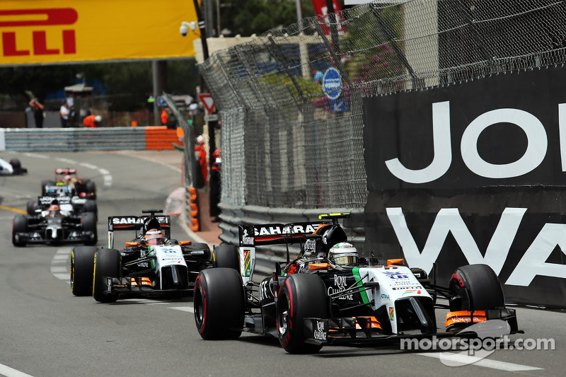 Sergio Perez, Sahara Force India F1 VJM07, davanti a Nico Hulkenberg, Sahara Force India F1 VJM07, al via della gara