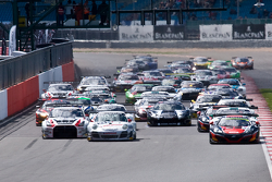 #98 ART Grand Prix McLaren MP4-12C: Gregoire Demoustier, Alexandre Prémat, Alvaro Parente leads from the start