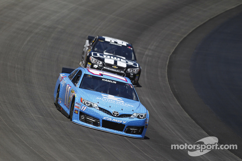 Denny Hamlin ve Jimmie Johnson