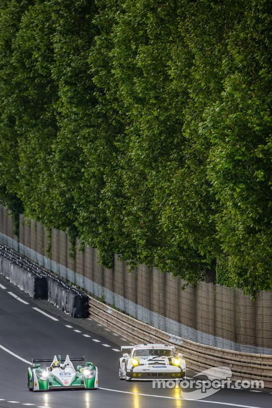#42 卡特汉姆 Racing Zytek Z11SN - 日产: 汤姆·金博-史密斯, 克里斯·戴森, 马修·麦克穆里, #92 保时捷 曼泰车队 保时捷 911 RSR (991): 马可·霍尔泽, 弗里德利·马可维基, 理查德·莱茨