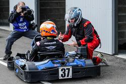 Medien/Rennfahrer-Kartrennen: Alex Brundle und Eric Gilbert von Motorsport.com