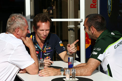 Dr Helmut Marko, Red Bull Motorsport Consultant with Christian Horner, Red Bull Racing Team Principal and Cyril Abiteboul, Caterham F1 Team Principal