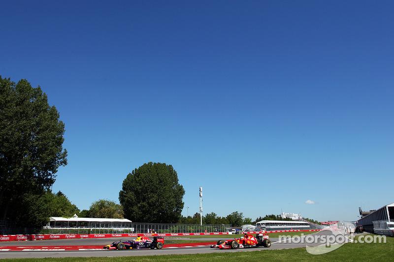 Sebastian Vettel, Red Bull Racing RB10 lidera a Fernando Alonso, Ferrari F14-T