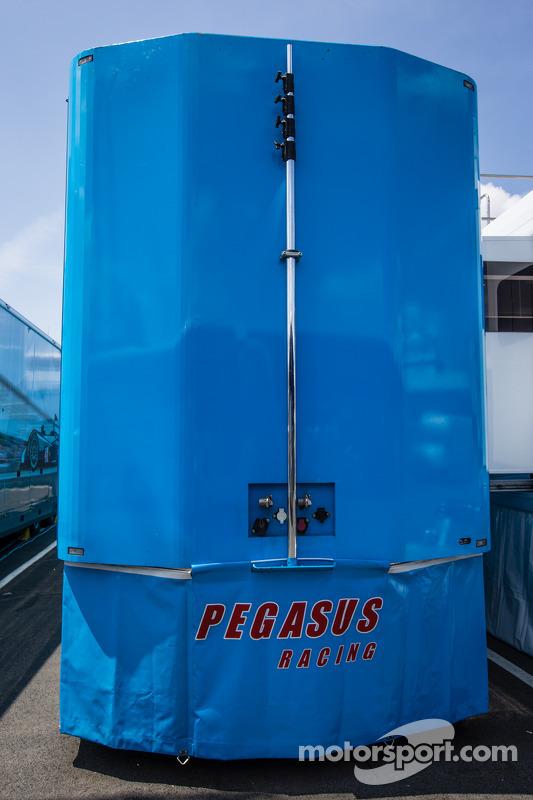 Área de paddock Pegasus Racing