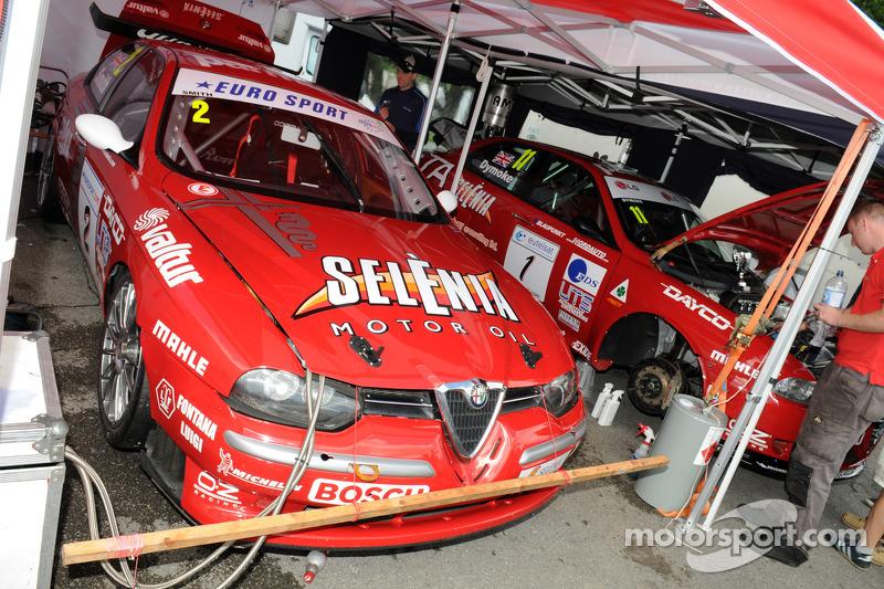 A pair of Alfa Romeo 156's