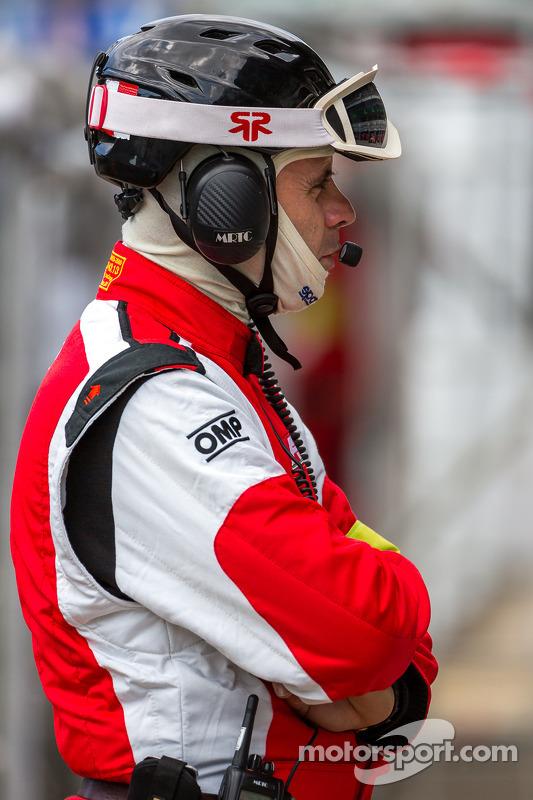 AF Corsa pit crew
