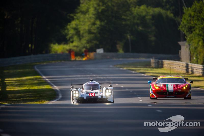 #14 Porsche Team Porsche 919 Hybrid: Romain Dumas, Neel Jani, Marc Lieb, #81 AF Corse Ferrari 458 It