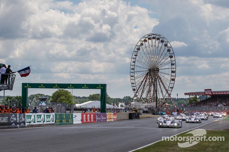 Fernando Alonso startı veriyor: #7 Toyota Racing Toyota TS 040 - Hibrit: Alexander Wurz, Stéphane Sa