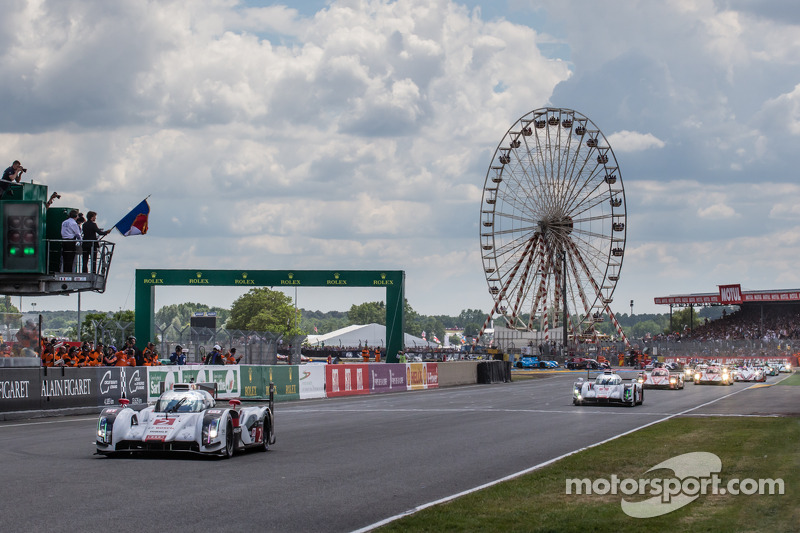 Fernando Alonso startı veriyor: #2 Audi Sport Joest Takımı Audi R18 E-Tron Quattro: Marcel Fässler, Andre Lotterer, Benoit Tréluyer