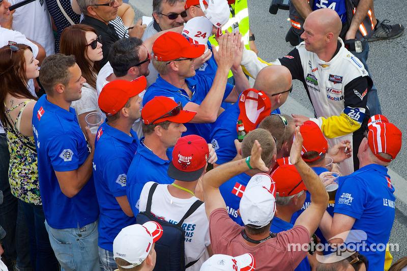 Corvette Racing Jan Magnussen ve taraftarlar