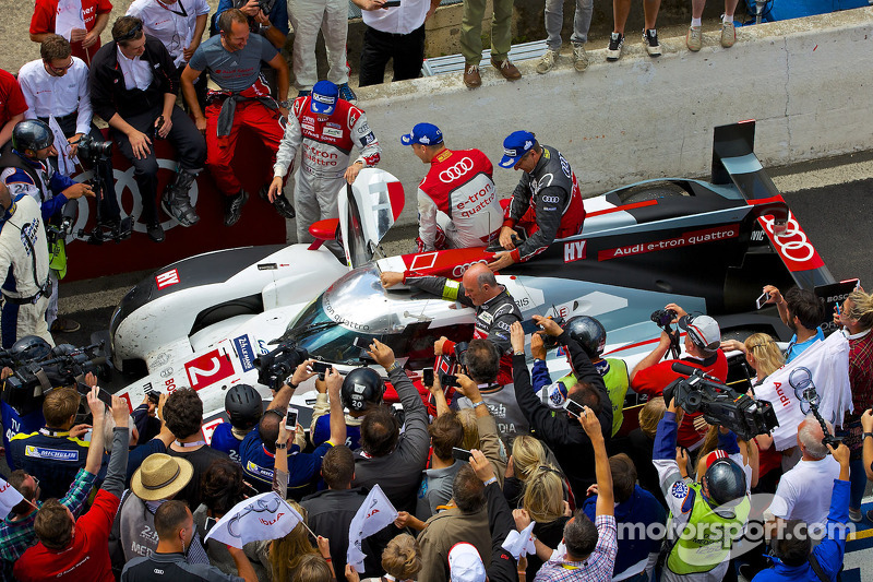#2 Audi Sport Team Joest Audi R18 E-tron Quattro: no pit lane depois da vitória