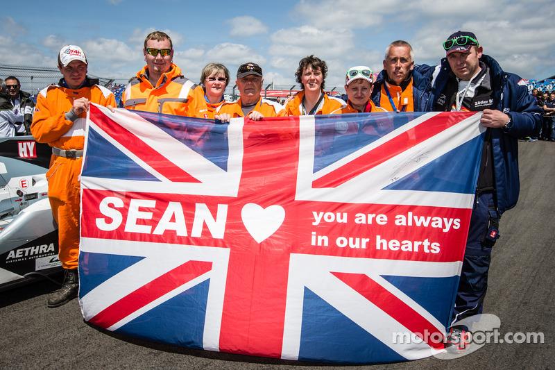 Nachricht für Sean Edwards, der die 24 Stunden am Nürburgring 2013 gewonnen hat
